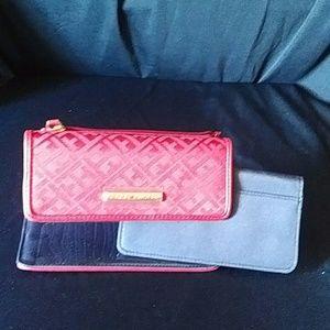 Tommy Hilfiger clutch wallet in maroon nwot